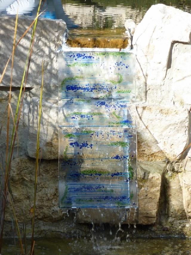 glas im garten gartenstele aus glas der glasgarten am glasstadel in oberrieden bei altdorf. Black Bedroom Furniture Sets. Home Design Ideas